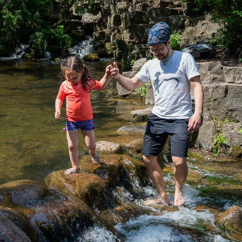 Bild zeigt Vater und Tochter im Viktoriapark